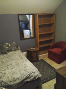 Clean Room for Rent!