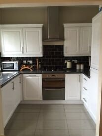 Stunning double bedroom available in Zone 2 /NW10 5YL in a shared 3 bedroom 1st floor flat.