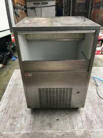 ICE MAKER ICE MACHINE COMMERCIAL CATERING EQUIPMENT PUB BAR CLUB RESTAURANT ICE MACHINE