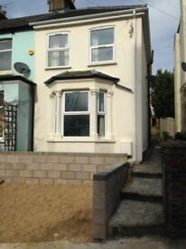 4 bedroom house located 1 minute walk to the train station and 5 minutes walk town centre -SL1204