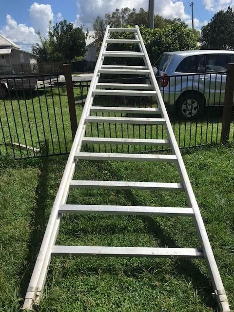 Wandplank 1 Meter.Aluminium Trestles 2 X 5 Metres And 1 X 6 Metre Plank As