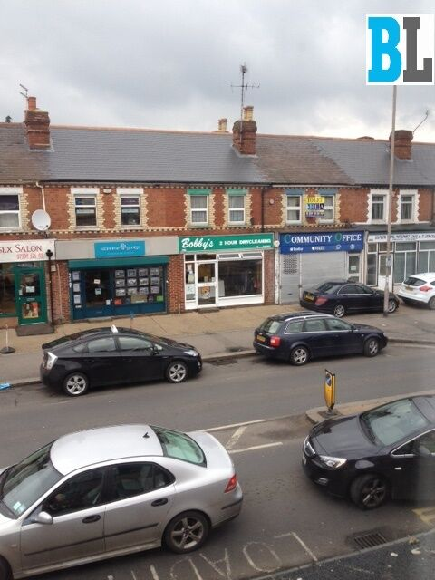 1 Bed flat with Dry Cleaning Business Oxford Road, Reading.