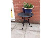 metal round garden tabel