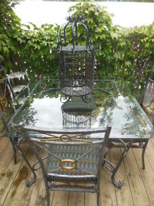 Glass top table and chairs London Ontario image 3