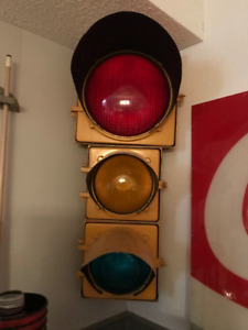 Working metal traffic light
