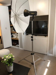 CAMRY Studio Light comes with Stand and Umbrella Reflector