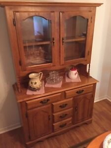 Maple Hutch with china cabinet