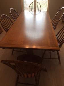 QUARTER SAWN OAK TABLE AND 6 CHAIRS