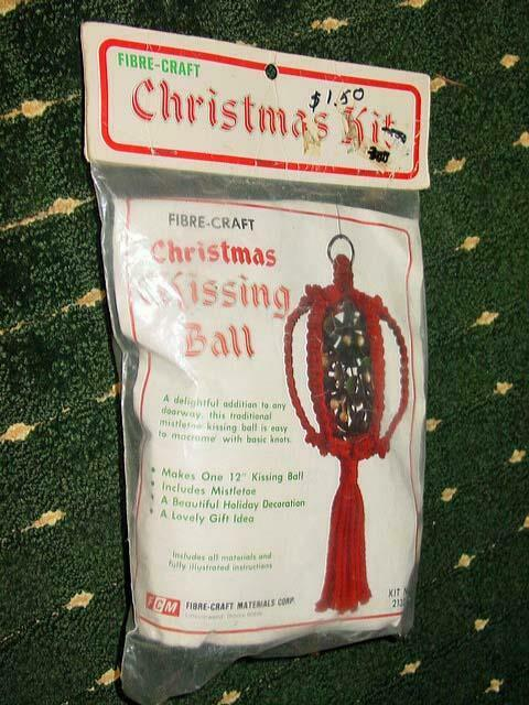 Vintage FIBRE-CRAFT : Christmas Kissing Ball - Kit #2132 (SEALED)