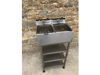 electric fryer includes stand