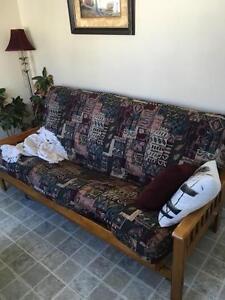 Divan-lit en bois très confortable