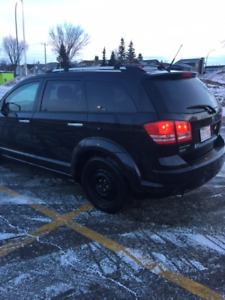 DODGE JOURNEY 2010 USED IN GOOD CONDITION