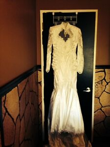 Rhapsody Size 9 Long Sleeve Wedding Dress For Sale