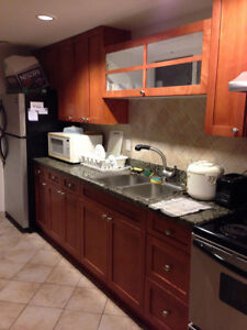 Fully Furnished Room available near Holdom station!