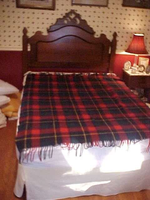 VINTAGE PENDLETON WOOL BLANKET, RED AND GREEN PLAID