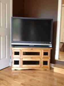"Television 42"" LCD Sony and Solid Maple Stamd"