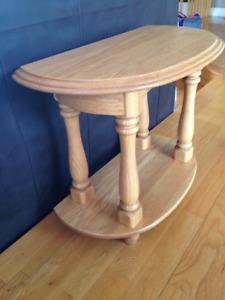 Table en bois franc ( demi-lune )