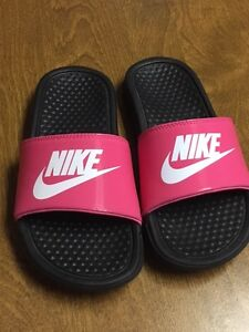 Girls Youth size 3 Nike Sandals