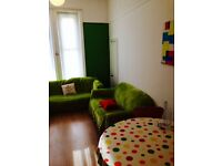 *** VERY CENTRAL location, refurbished flat, living room, wooden floors ***