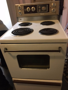 GE Matching Fridge and Stove For Sale !!