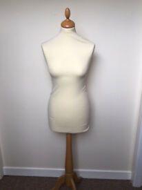 DISPLAY MANNEQUIN FEMALE (RARELY USED)