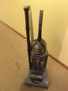 Hoover Upright Windtunnel Vacuum cleaner w/accessories