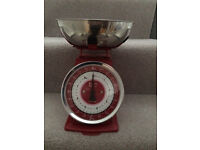 Retro style red weighing scales, great condition, look stylish in any kitchen