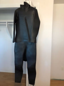 2 x 7 mm wetsuits