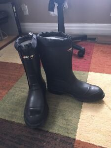 BAFFIN TECHNOLOGY rubber insulated boots- NEVER WORN