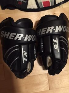 Sherwood Hockey Gloves Size 11. Black