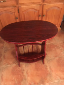 OVAL SIDE TABLE WITH MAGAZINE RACK