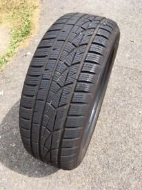 One very lightly used Hankook Winter iCEPT evo tyre 205/55R16 91H- buyer collects
