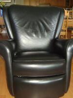 fauteuil en cuir très propre