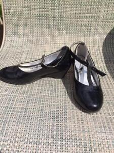 Girl's dress shoes size 13