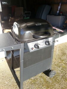 1 Year Old Barbecue with new full Propane Tank