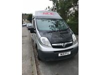 Vauxhall VIVARO for sale £2500 injectors gone on the engine