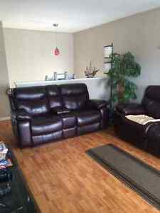 2 Bedroom 4plex Suite in Crestwood available July 1
