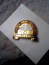 """""""TYRES FROM HOLLAND VREDESTEIN"""" METAL LAPEL BADGE - UNUSED"""