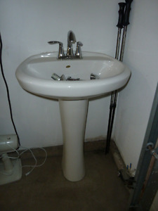 Pedestal sink with faucet