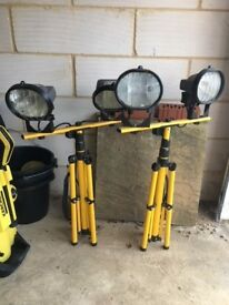 2 Twin-Head Halogen Work Lights,