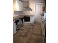 Double rooms available -Student house 5 bed 2 bathrooms £350pcm
