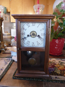 Antique Wood Case Shelf/Mantle Clock With Alarm, Working