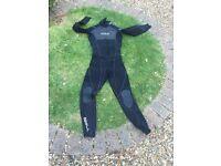Medium 5/3mm winter wetsuit EXCELLENT CONDITION