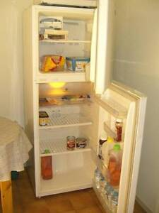 Med 285 ltr SAMSUNG Frostfree FRIDGE/FREEZER Mountain Creek Maroochydore Area Preview