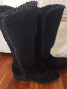 LIKE NEW! Bandolino Black Suede Boots
