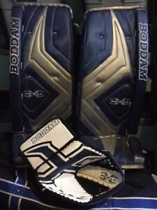 OLD SPEC GOALIE PADS AND TRAPPER