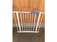 Lindam Easy Fit Safety Stair Gate - Pressure Fit - White - Used