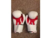Boxing gloves, 8oz, white, great condition