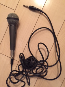 REALISTIC Highball Dynamic Microphone 33-984A with Cable