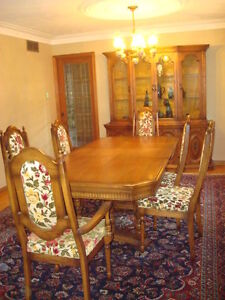 Antique: nice wood dining room set